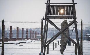 Une tour d'observation dans le camp d'extermination d'Auschwitz, en Pologne.