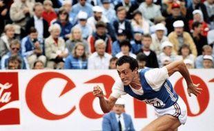 L'Italien Pietro Mennea, champion olympique du 200 m en 1980 aux JO de Moscou et détenteur pendant 17 ans du record du monde sur la distance, est mort de maladie jeudi matin à Rome à l'âge de 60 ans, a annoncé l'agence Ansa jeudi.