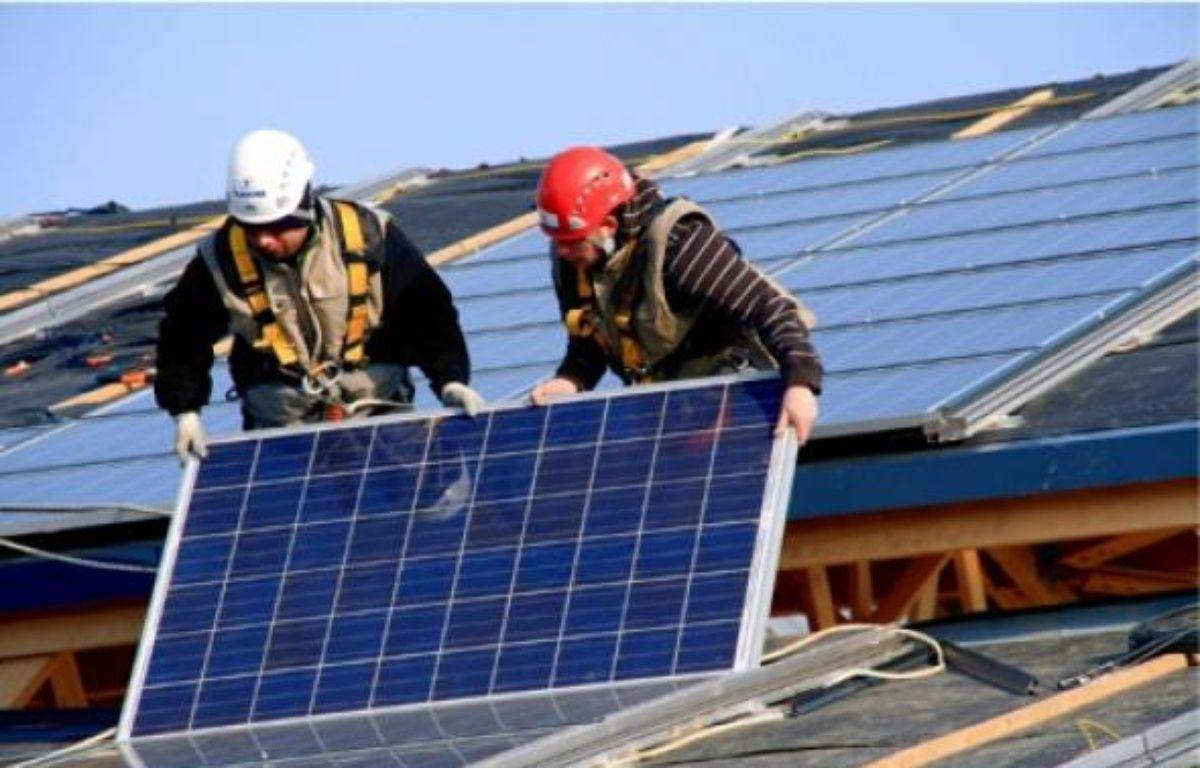 Le conseil général a attribué 11 000 aides aux particuliers s'équipant de panneaux solaires. –  G. MICHEL / SIPA