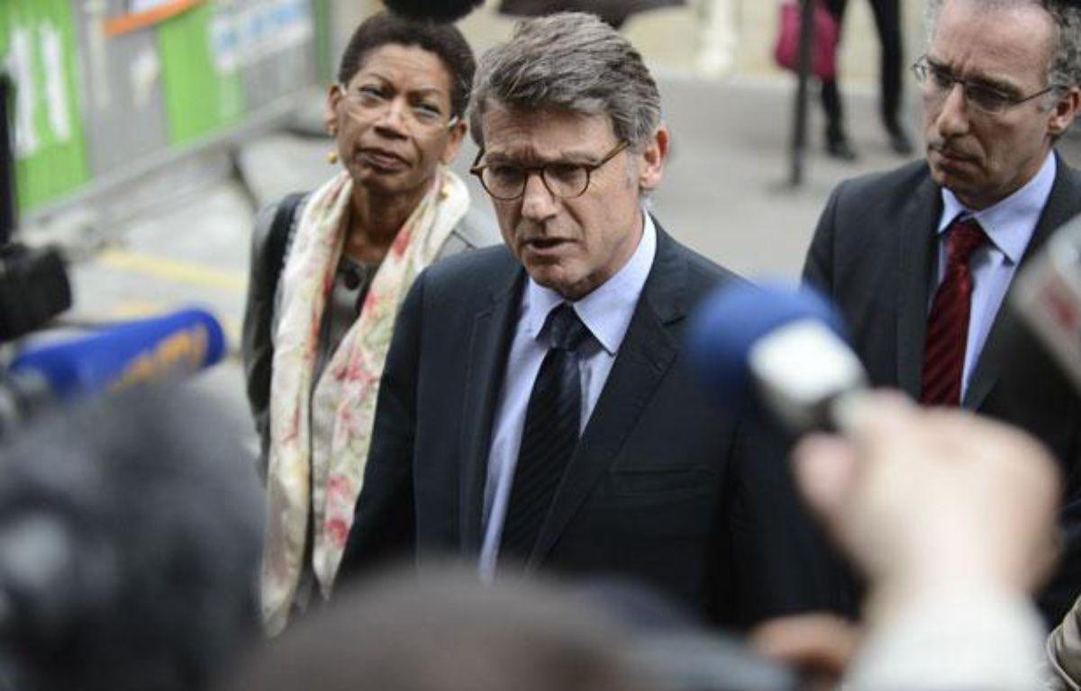 Vincent Peillon, le ministre de l'Education nationale, à l'école de la rue Cler (Paris 7e) où un homme s'est suicidé, le 16 mai 2013. – © P.-M. Talbot / 20 Minutes