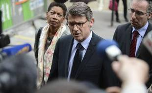 Vincent Peillon, le ministre de l'Education nationale, à l'école de la rue Cler (Paris 7e) où un homme s'est suicidé, le 16 mai 2013.