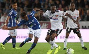 Nuno Da Costa et les autres Strasbourgeois ont beaucoup tenté mais sans réussite face aux Amiénois de Bakaye Dibassy.