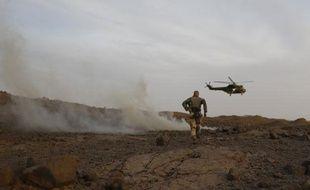 L'armée française traque les djihadistes dans le massif des Ifhogas, au nord-Mali, comme ici le 17 mars 2013.