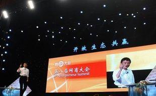 Le géant chinois du commerce en ligne Alibaba a annoncé mardi qu'il offrait 2,3 milliards de dollars (1,7 milliard d'euros) pour racheter ses parts détenues par l'américain Yahoo et ainsi se retirer de la cote.