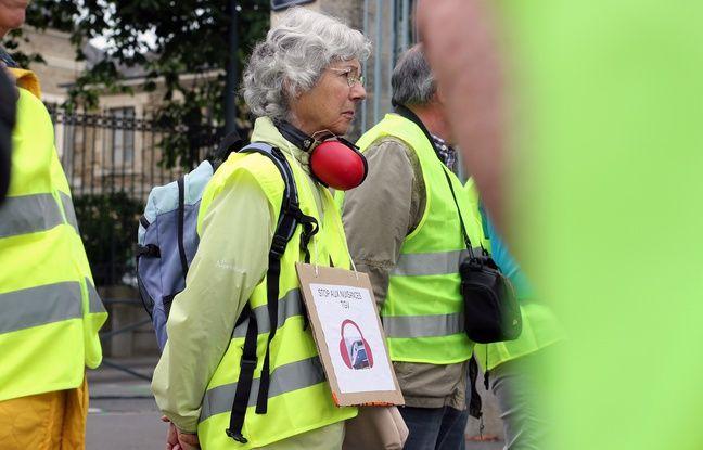 Des riverains de la LGV Rennes Paris manifestent à Rennes le 20 juin 2018 pour protester contre les nuisances sonores.