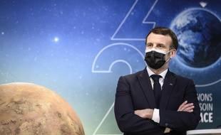Emmanuel Macron aurait repris quelques kilos, améliorant sa maturité et sa densité selon son équipe de communication