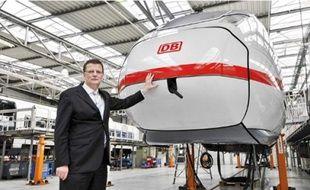 Le TGV conçu par Siemens peut transporter 900 personnes à 320 km/h.