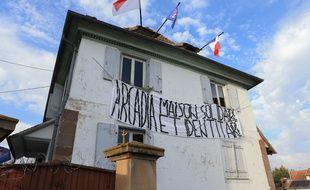 Deux bâtisses occupées illégalement par le Bastion social, groupement identitaire, à Entzheim (Bas-Rhin). Le 22 février 2019