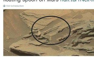 Des internautes pensent avoir découvert une cuillère flottante sur Mars.