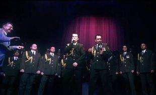 Un choeur de la police russe reprend «Get Lucky», de Daft Punk.