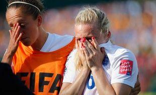 Laura Bassett en pleurs après avoir marqué un csc à la dernière seconde de la demi-finale Japon-Angleterre (2-1), le 1er juillet 2015.