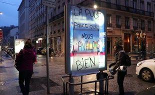 Le collectif Plein la vue a recouvert le 22 janvier 2018 certains panneaux publicitaires de la ville pour interpeller le public sur la nécessité de limiter la pub sur l'espace public.