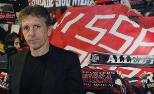 Le nouvel entraîneur de lOGC Nice, Claude Puel, présenté à la presse le 24 mai 2012 à Nice.