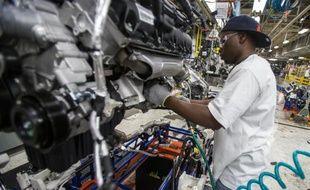 Un ouvrier dans une usine de voiture de Detroit aux Etats-Unis, le 7 août 2012