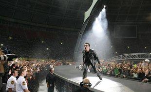 Bono, le leader du groupe U2, lors de son concert du 25 août 2010 à Moscou.