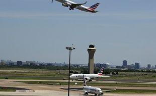 Un avion décollant d'un aéroport (image d'illustration).
