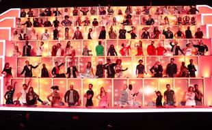 """Le mur de cent artistes du jeu musical de M6 """"Together - Tous avec moi""""."""