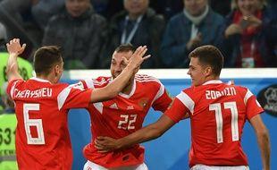 Les Russes célèbrent l'ouverture du score face à l'Egypte, le 19 juin 2018.
