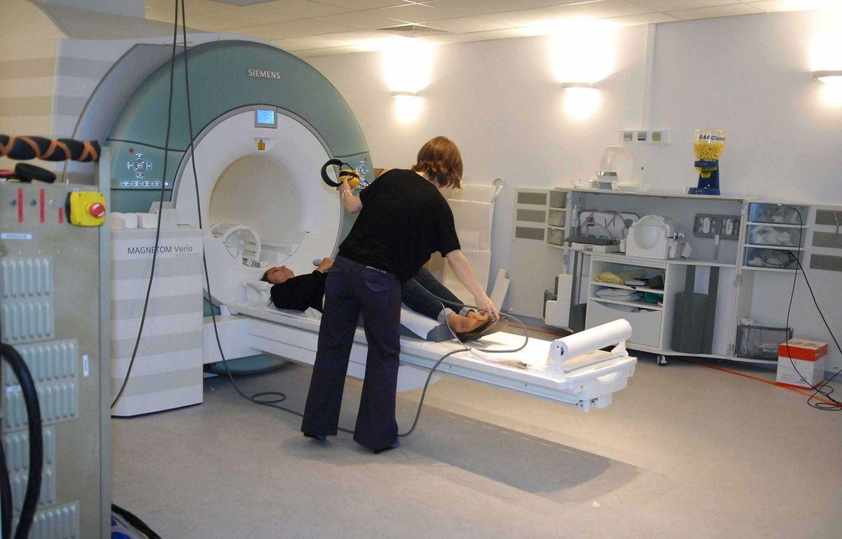 Illustration d'une patiente en train de passer une IRM. –  F.DURAND/SIPA