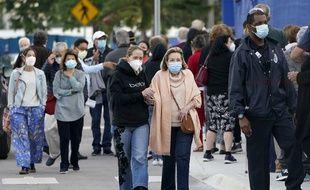 De nombreuses personnes se rendent à l'hôpital Jackson Memorial pour se faire vacciner contre le Covid-19, le 6 janvier, à Miami en Floride, aux Etats-Unis (illustration)