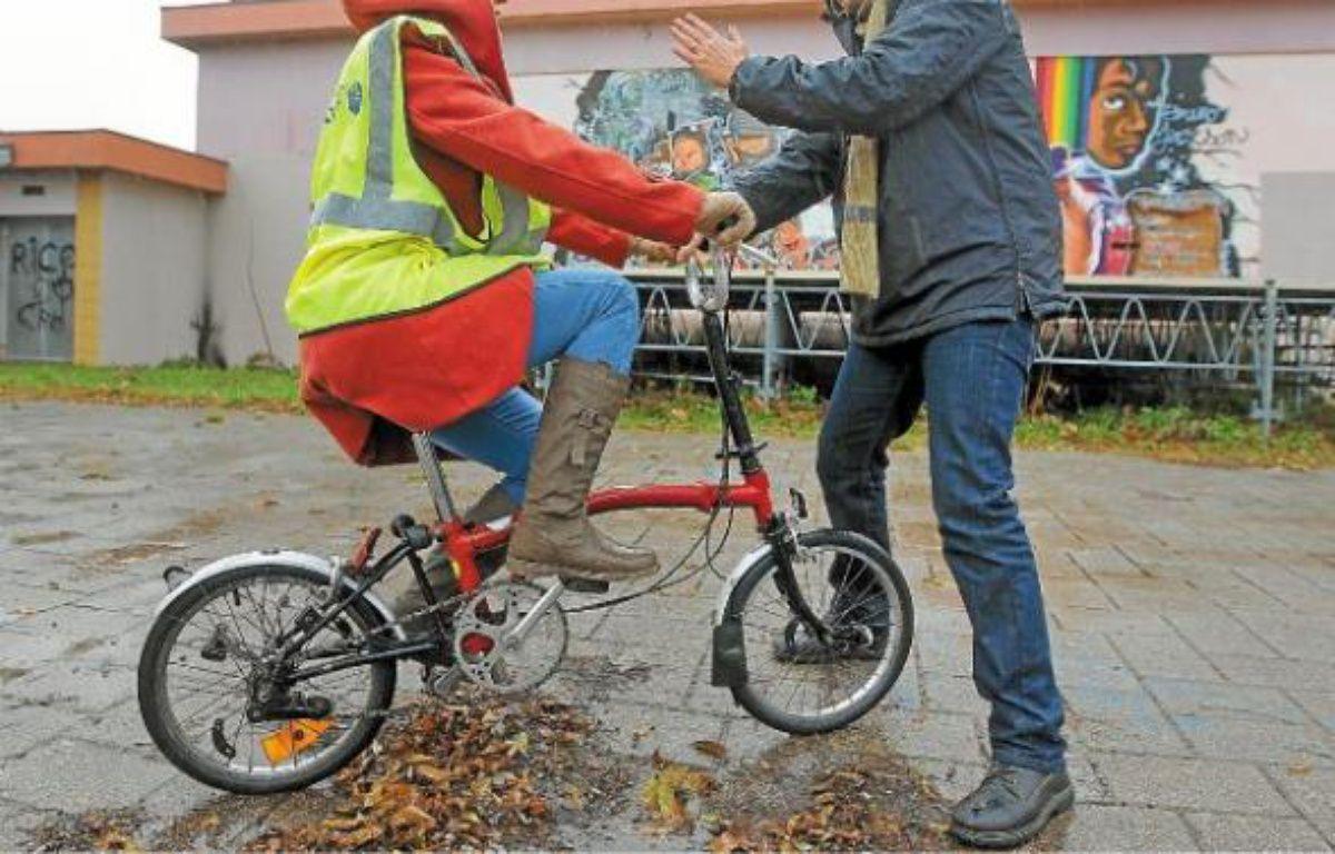 Neuf femmes apprennent à faire du vélo avec les membres de Cadr'67. –  G.VARELA/20MINUTES