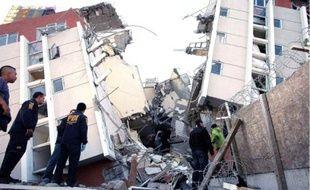 Uneéquipe de secours à Concepción, l'épicentre du tremblement de terre.