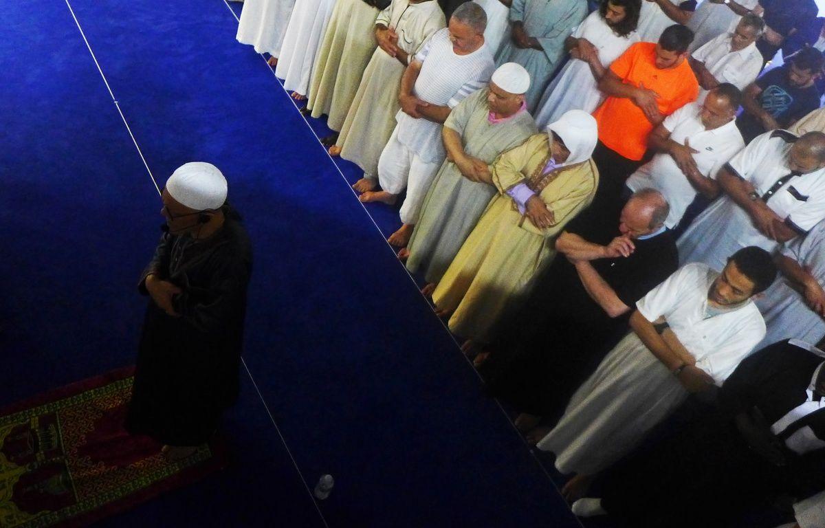 L'imam et recteur Mahmoud Benzamia officie le premier Tarawih, dans la mosquée En Nour de Nice.  – M. Frénois / ANP / 20 Minutes