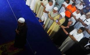 L'imam et recteur Mahmoud Benzamia officie le premier Tarawih, dans la mosquée En Nour de Nice.