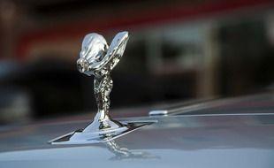 La statuette de la marque Rolls Royce.