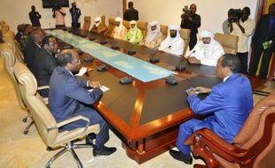 """Le groupe islamiste Ansar Dine, qui contrôle avec d'autres mouvements armés le nord du Mali, s'est dit lundi prêt à négocier avec la médiation conduite par le Burkina Faso, qui lui a demandé de rompre avec les """"terroristes"""" d'Al-Qaïda au Maghreb islamique"""