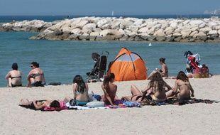 Ouverture estivale des plages de Marseille. La plage du Prado.Juin 2010.
