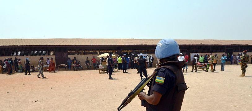Un Casque bleu à Bangui le 14 février 2016.