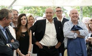 Alain Juppé au centre, maire de Bordeaux et candidat à la primaire pour l'UMP est déjà en campagne.
