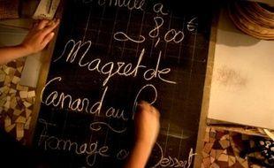 """La ministre de l'Economie Christine Lagarde avait annoncé dimanche avoir """"fait faire des relevés de prix dans plus de 2.500 restaurants et cafés-bars ces derniers jours pour avoir une base de référence""""."""