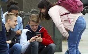 Les collégiens utilisent massivement des réseaux sociaux comme Snapchat et Tiktok.