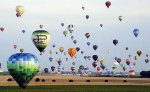 """Oiseaux rares, parfois, dans leurs pays d'origine, les pilotes de montgolfières peuvent compter sur la 13e édition du """"Lorraine Mondial Air Ballons"""", cette semaine près de Metz, pour battre de nouveaux records de foules."""