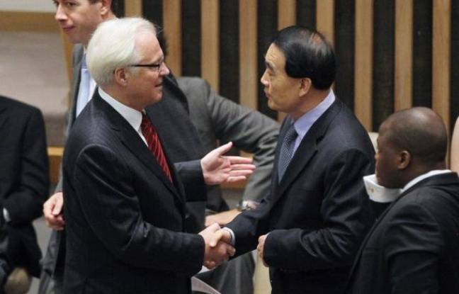La Russie et la Chine ont mis leur veto jeudi à l'ONU à une résolution occidentale menaçant le régime syrien de sanctions, une décision qui remet en question la médiation de Kofi Annan et la mission des observateurs onusiens.