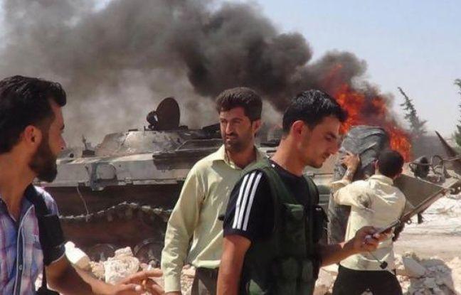 Le conflit armé en Syrie ne montrait jeudi aucun signe de répit à la veille d'une réunion internationale à Paris censée discuter du sort du président syrien Bachar al-Assad mais boycottée par la Russie, alliée de Damas.