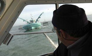 Illustration d'un contrôle en mer, pour empêcher les vols de braconniers, en 2005.