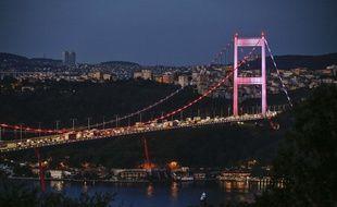 Le pont Fatih Sultan Mehmet, qui enjambe le Bosphore à Istanbul