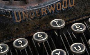 Illustration d'une vieille machine à écrire.