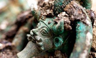 Archéologie: Un prince et son char déterrés