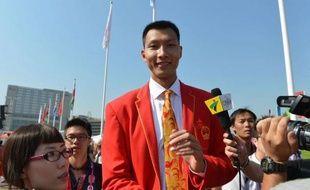 Le basketteur Yi Jianlian, qui évolue dans le championnat NBA, sera le porte-drapeau de la Chine lors de la cérémonie d'ouverture des jeux Olympiques de Londres vendredi, a annoncé mercredi Xiao Tian, l'un des vice-chefs de mission de la délégation chinoise.