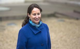 French Ecology, Sustainable Development and Energy Minister Segolene Royal leaves after the weekly cabinet meeting at the Elysee presidential palace in Paris on November 26, 2014. AFP PHOTO/ ALAIN JOCARD