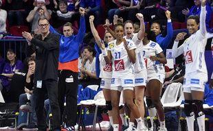 Olivier Krumbholz et les filles de l'équipe de France dimanche contre la Slovénie à Nancy.