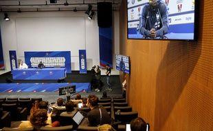 Kanté lors d'une conférence de presse dans l'auditorium de Clairefontaine.