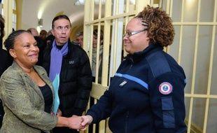 """La critique du """"tout-carcéral"""" affichée par Christiane Taubira depuis son arrivée au ministère de la Justice se confirme dans les travaux de la Conférence de consensus sur la récidive présentés mercredi soir qui remettent en cause l'efficacité de la prison."""