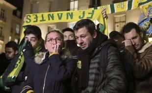 L'émotion des supporteurs du FC Nantes, rassemblés le 22 janvier 2019 pour rendre hommage au joueur Emiliano Sala dont l'avion a disparu au-dessus de la Manche.