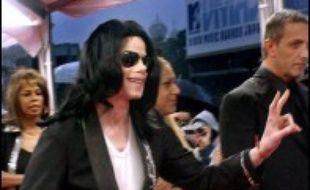 """Michael Jackson va assister à une """"fête de Noël"""" organisée en son honneur le 19 décembre au Japon, pays auquel le chanteur avait déjà réservé sa première apparition en public depuis son acquittement dans une affaire de pédophilie en 2005, a annoncé mardi sa porte-parole."""