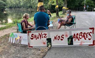 Le 15 septembre 2020, Des riverains s'opposent à l'abattage d'arbres à Vertou